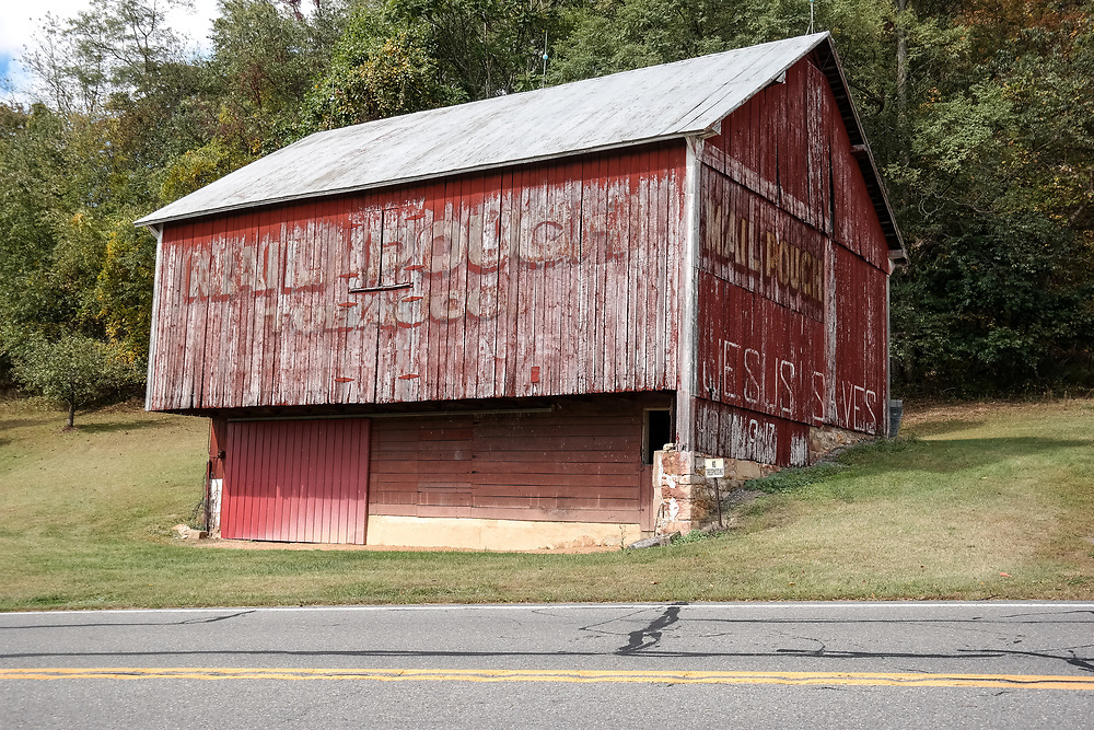 A red Mail Pouch barn located in centraMillersburg, PA, USA- October 5, 2014: l Pennsylvania.