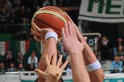 DESCRIZIONE : Siena Lega A 2011-12 Bancatercas Teramo Montepaschi Siena<br /> GIOCATORE : mani<br /> CATEGORIA : mani<br /> SQUADRA : Montepaschi Siena Virtus Roma<br /> EVENTO : Campionato Lega A 2011-2012<br /> GARA : Montepaschi Siena Virtus Roma<br /> DATA : 05/11/2011<br /> SPORT : Pallacanestro<br /> AUTORE : Agenzia Ciamillo-Castoria/GiulioCiamillo<br /> Galleria : Lega Basket A 2011-2012<br /> Fotonotizia : Siena Lega A 2011-12 Montepaschi Siena Virtus Roma<br /> Predefinita :