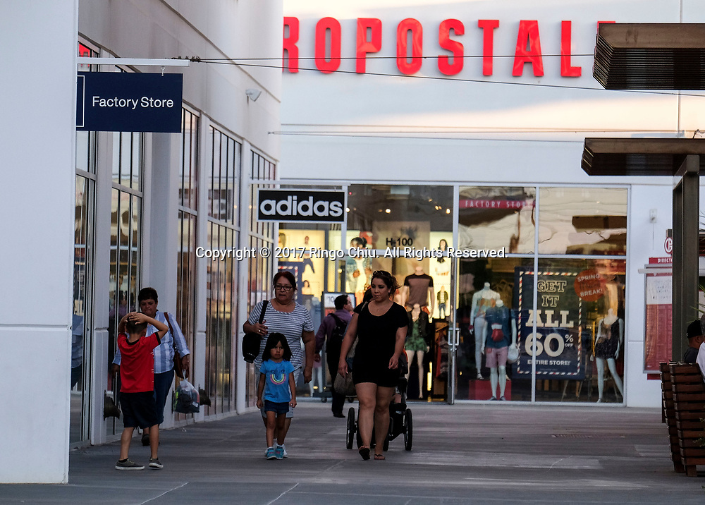 People shop at an outlet shopping center in Calexico (the US and Mexico border), California on Wednesday April 19, 2017. (Xinhua/Zhao Hanrong)