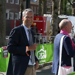 06-05-2016: Wielrennen: Giro: Apeldoorn<br />APELDOORN (NED) wielrennen <br />De 99e ronde van Italie is van start gegaan met een tijdrit of 9,8 kilometer door de straten van Apeldoorn. De finishlijn was getrokken op de Loolaan. KNWU voorzitter Marcel Wintels had reden tot lachen