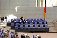 25 SEP 2003, BERLIN/GERMANY:<br /> fast leere Regierungsbank mit Fahne , vor Beginn der Bundestagsdebatte zu den Ergebnissen der Europäischen Bildungsministerkonferenz, Plenum, Deutscher Bundestag<br /> IMAGE: 20030925-01-002
