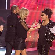 NLD/Hilversum/20131220 - Finale The Voice of Holland 2013, presentatrice Wendy van Dijk en Julia van der Toorn