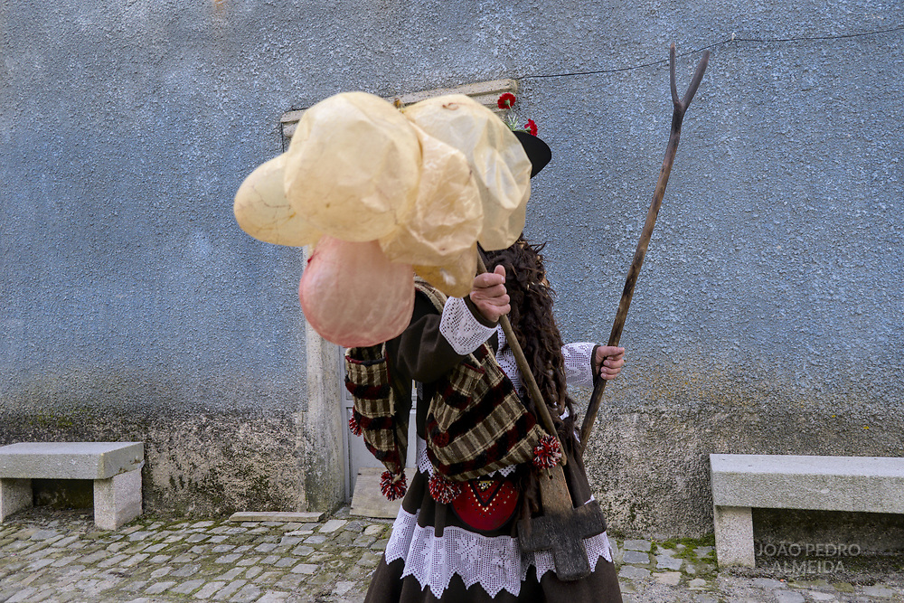 The celebration of the Festa do Menino (Toddler's Festival), a celebration that takes place in the first day of the year at Vila Chá de Braciosa, a village in the Norteastner corner of Portugal, and that traces it's origins to the pre-christian fertility festivals of winter solstice. In it three characters (Bailador, Bailadeira, Velha) will go to each house of the village to dance and gather offerings.