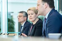 """09 APR 2020, BERLIN/GERMANY:<br /> Prof. Dr. Lothar H. Wieler (L), Praesident Robert Koch-Institut, Franziska Giffey (M), SPD, Bundesfamilienministerin, Jens Spahn (R), CDU, Bundesgesundheitsminister, Pressekonferenz """"Unterrichtung der Bundesregierung zur Bekämpfung des Coronavirus"""", Bundespressekonferenz<br /> IMAGE: 20200409-01-008<br /> KEYWORDS: BPK"""