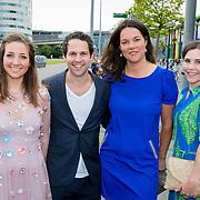 NLD/Amsterdam/20180616 - 26ste AmsterdamDiner 2018, Victor Mids en partner Myrthe ten Hoopen en vriendinnen ............