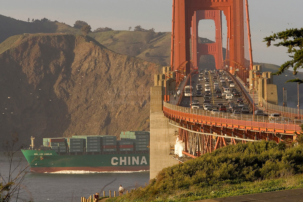 SAN FRANCISCO- FEBRUARY 15: Commuters drive over the Golden Gate Bridge on February 15, 2007 in San Francisco, California. (Photograph by David Paul Morris)