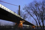 DEU, Germany, Cologne, the river Rhine bridge of the Autobahn A1 between Cologne and Leverkusen.....DEU, Deutschland, Koeln, die Rheinbruecke der Autobahn A1 zwischen Koeln und Leverkusen...
