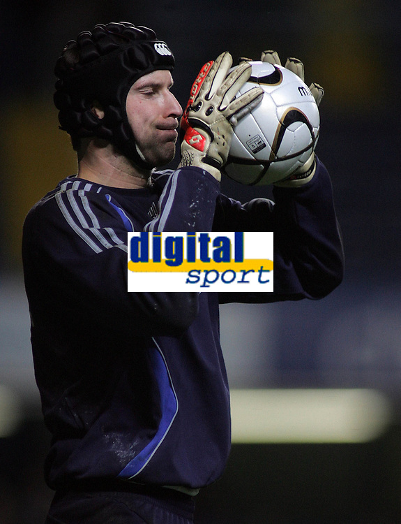 Photo: Paul Thomas.<br /> Chelsea v Wycombe Wanderers. Carling Cup, Semi Final 2nd Leg. 23/01/2007.<br /> <br /> Chelsea keeper Petr Cech warms up.