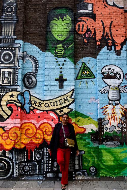 Nederland Rotterdam 3 september 2007 .Voormalig vaste bezoeker van de Pauluskerk Angela Wiensveld poseert voor de inmiddels gesloten opvang voor verslaafden en daklozen. Ze mist de pauluskerk, ze kon hier dagelijks binnen zitten, eten en haar drugs, cocaine, verkrijgen en gebruiken. De pauluskerk is omgetovert in een kunstwerk van graffiti . De opvang voor verslaafden en daklozen zal binnenkort gesloopt worden...Foto David Rozing