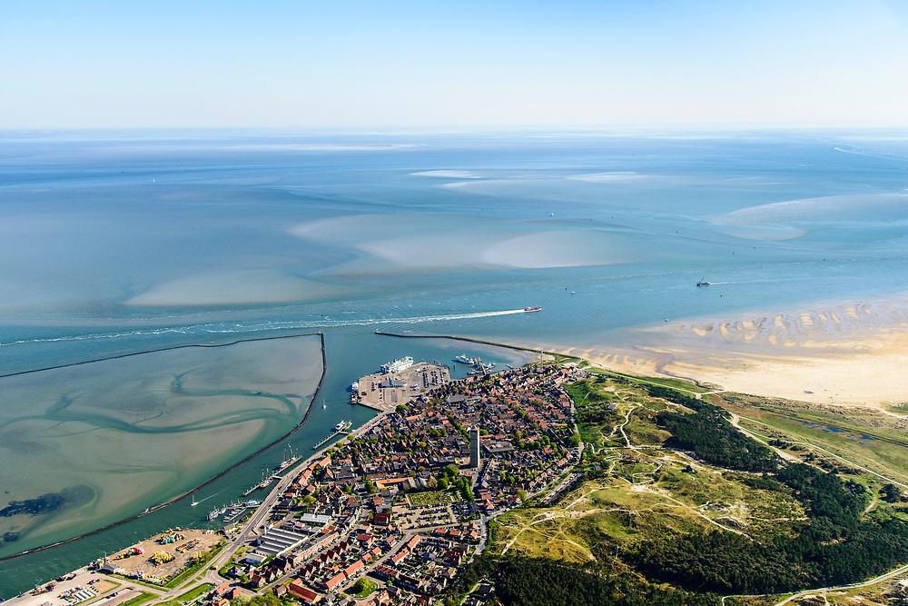 Nederland, Friesland, Terschelling (Skylge), 07-05-2018; West-Terschelling, met natuurlijk baai en vuurtoren de Brandaris. Waddenzee met in de baai de zandplaat 'Plaat'.<br /> West-Terschelling on island Terschelling, with natural bay and lighthouse.<br /> <br /> luchtfoto (toeslag op standaard tarieven);<br /> aerial photo (additional fee required);<br /> copyright foto/photo Siebe Swart