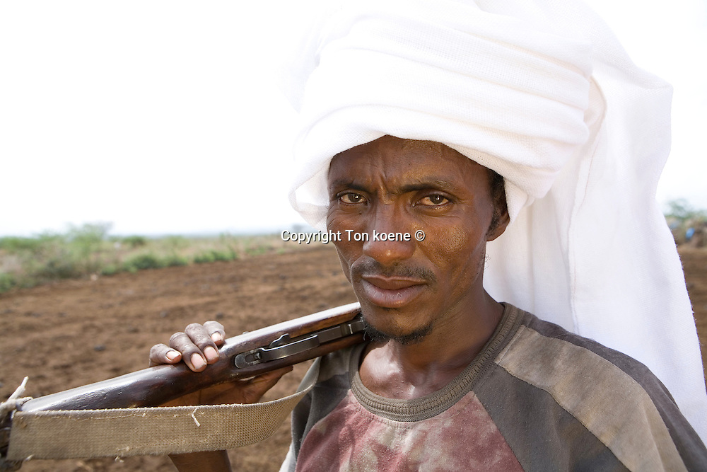 Ethiopian nomads are armed to protect their cattle