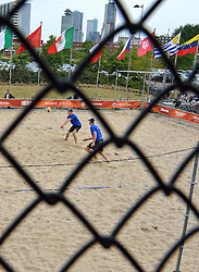 28-06-2015 NED: WK Beachvolleybal day 3<br /> Op het centercourt van SS Rotterdam verslaan Alexander Brouwer #1/ Robert Meeuwsen #2 de Chilenen Matias Tobar #1, Rodrigo Salinas #2 CHI / warming up