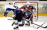 Ishockey<br /> GET-Ligaen<br /> 16.10.08<br /> Jordal Amfi<br /> Vålerenga VIF - Furuset<br /> Regan Kelly dekker skudd fra Christian Thygesen - bak keeper Patrick DesRoschers <br /> Foto - Kasper Wikestad