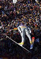 Hopp: Verdenscup WC Hoppuka. 30.12.2001 Oberstdorf, Deutschland,<br />Der Deutsche Martin Scmitt am Sonntag (30.12.2001) beim 1.Springen der Vierschanzentournee in Oberstdorf. <br />Foto: JAN PITMAN, Digitalsport