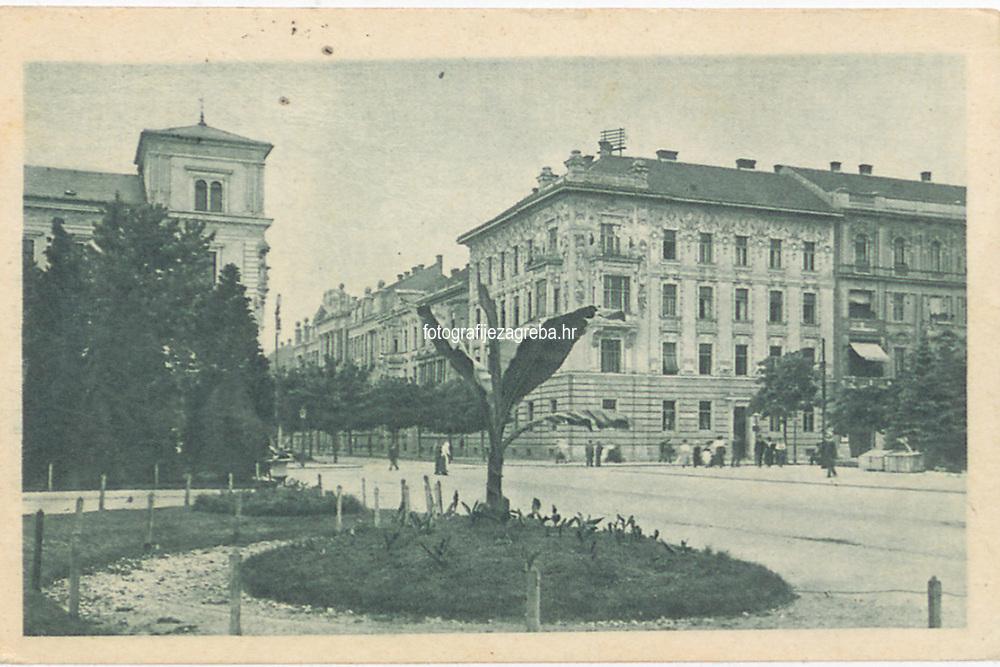 "Zagreb : Trenkova ulica. <br /> <br /> ImpresumS. l. : S. n., [1921].<br /> Materijalni opis1 razglednica : tisak ; 9 x 14 cm.<br /> SuradnikMarton, E.<br /> Vrstavizualna građa • razglednice<br /> ZbirkaZbirka razglednica • Grafička zbirka NSK<br /> Formatimage/jpeg<br /> PredmetZagreb –– Ulica Baruna Franje Trenka<br /> SignaturaRZG-TRENK-7<br /> Obuhvat(vremenski)20. stoljeće<br /> NapomenaRazglednica je putovala 1921. godine. • Razglednica je izdana u nakladnoj seriji ""Umjetničkih zagrebačkih vazglednica"". • Razglednica je tiskana po fotografiji E. Martona.<br /> PravaJavno dobro<br /> Identifikatori000954940<br /> NBN.HRNBN: urn:nbn:hr:238:548481 <br /> <br /> Izvor: Digitalne zbirke Nacionalne i sveučilišne knjižnice u Zagrebu"