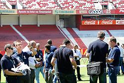 Os inspectores do FIFA fazem uma visita técnica ao estádio de Beira Rio em Porto Alegre, Brasil, em 7 de março de 2012. O Beira Rio está submetendo-se a trabalhos de reestruturação para participar da Copa do Mundo de Futebol 2014. FOTO: Jefferson Bernardes/Preview.com