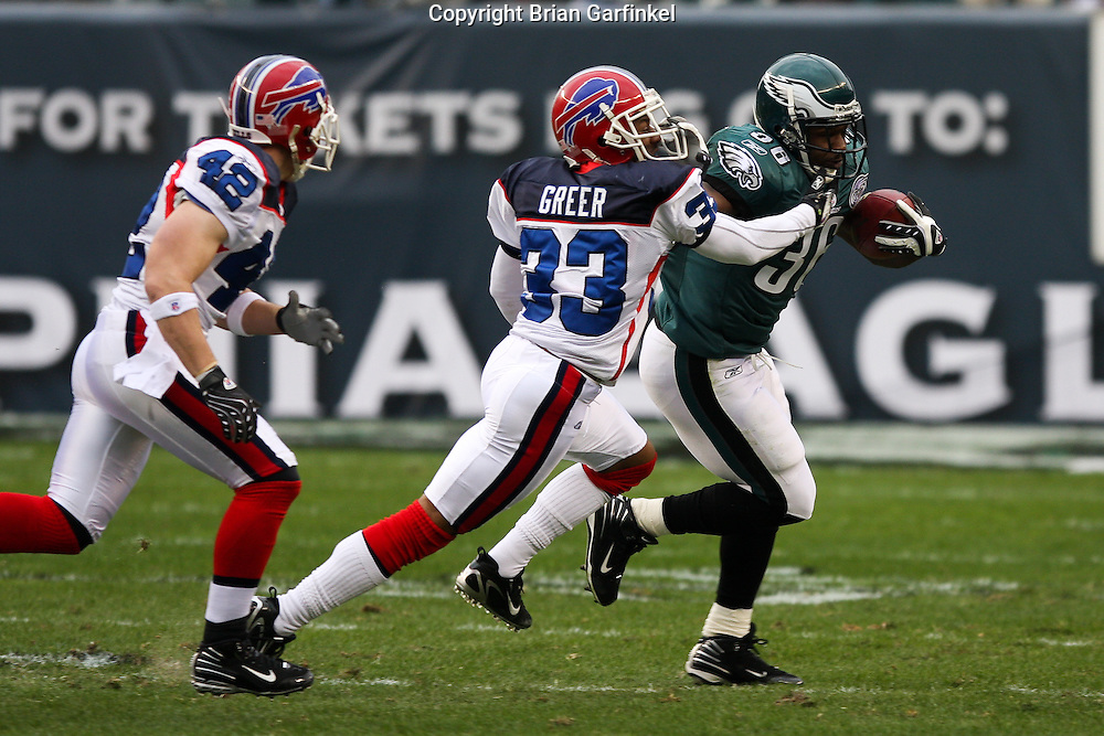 PHILADELPHIA - DECEMBER 30: Running Back Brian Westbrook #36 of the Philadelphia Eagles runs the ball during the game against the Buffalo Bills on December 30, 2007 at Lincoln Financial Field in Philadelphia, Pennsylvania. The Eagles won 17-9.
