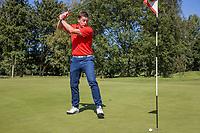 AMSTERDAM   - speler mist korte put en is boos. woed, teleurstelling.   Golf, regels,    COPYRIGHT KOEN SUYK