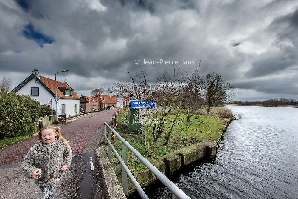Nederland, Penningsveer, 25 maart 2016.<br /> Penningsveer is een buurtschap in de gemeente Haarlemmerliede en Spaarnwoude, in de Nederlandse provincie Noord-Holland. Het ligt ten noordwesten van de Veerplas. (zie foto}<br /> <br /> Penningsveer is a township in the town of Haarlemmerliede and Spaarnwoude, in the Dutch province of North Holland. It is located northwest of the Veerplas<br /> <br /> Foto: Jean-Pierre Jans