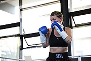 Boxen: Giants Professional Boxing, Session 3, Hamburg, 17.04.2021<br /> Nina Meinke (GER) - Tereza Dvorakova (CZ)<br /> © Torsten Helmke