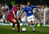 Fotball<br /> Premier League 2004/+5<br /> Everton v Crystal Palace<br /> 10. april 2005<br /> Foto: Digitalsport<br /> NORWAY ONLY<br /> Leon Osman of Everton runs at Danny Granville of Palace