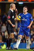 Fotball<br /> Premier League 2004/05<br /> Chelsea v Manchester City<br /> 6. februar 2005<br /> Foto: Digitalsport<br /> NORWAY ONLY<br /> Chelsea's John Terry wants a word with referee Howard Webb
