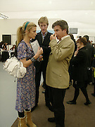LAURA BAILEY and Hugo de Ferranti, Frieze opening. Regents Park.  London. 20 October 2005. ONE TIME USE ONLY - DO NOT ARCHIVE © Copyright Photograph by Dafydd Jones 66 Stockwell Park Rd. London SW9 0DA Tel 020 7733 0108 www.dafjones.com