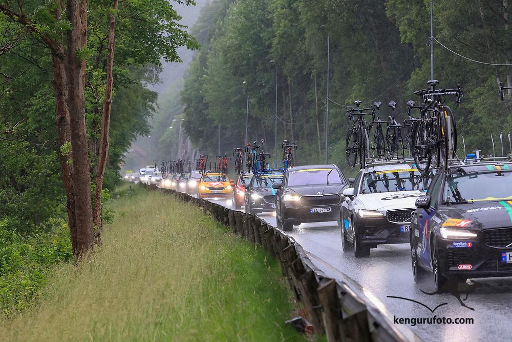 Fra herrenes elite start under NM på sykkel 2021 i Kristiansand. Hovedfeltet langs Otra ved Sødal i Kristiansand.