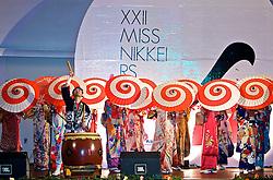 A festa para a escolha da Miss Nikkei RS 2008 foi mais do que uma noite de desfiles. Shows de dança e apresentações de karaokê fizeram do evento um grande palco da cultura japonesa no Estado. FOTO: Itamar Aguiar / Preview.com