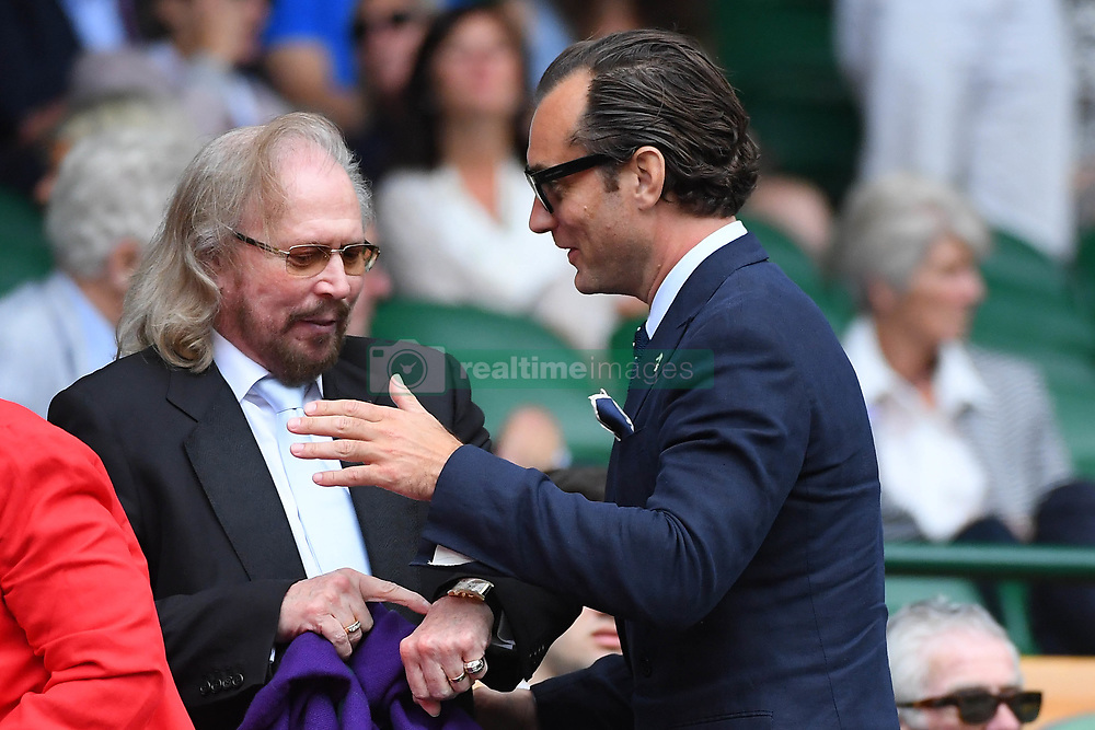 July 14, 2017 - London, GREAT Britain - Jude Law and Barry Gibb from bee gees (Credit Image: © Panoramic via ZUMA Press)