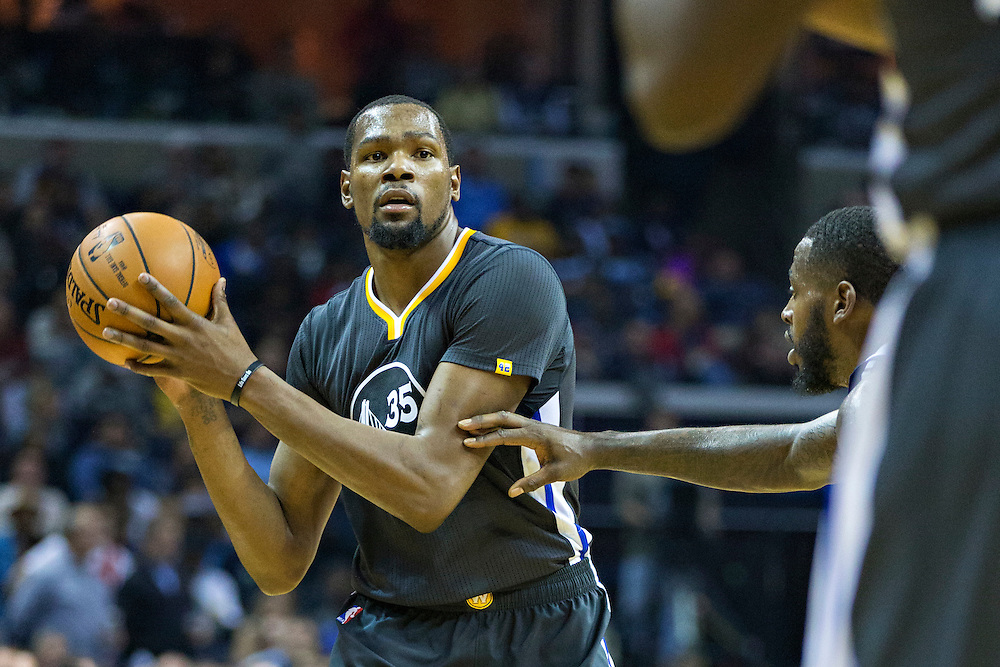 MEMPHIS, TN - DECEMBER 10:  Kevin Durant #35 of the Golden State Warriors looks to make a pass during a game against the Memphis Grizzlies at the FedExForum on December 10, 2016 in Memphis, Tennessee.  The Grizzlies defeated the Warriors 110-89.  NOTE TO USER: User expressly acknowledges and agrees that, by downloading and or using this photograph, User is consenting to the terms and conditions of the Getty Images License Agreement.  (Photo by Wesley Hitt/Getty Images) *** Local Caption *** Kevin Durant