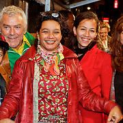 NLD/Amsterdam/20111011 - Premiere Razend, hans Dagelet, partner Esther Apituley en kinderen Dokus, Charlie Chang, Monk