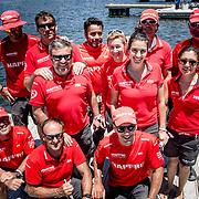 © Maria Muina I MAPFRE. The shore crew of MAPFRE on the dock before the leg start in Cape Town. El equipo de tierra del MAPFRE antes de la salida de la etapa 3 en Ciudad del Cabo.