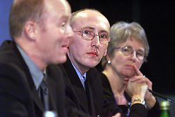 Malcolm Tibbert, Chairman and Francis Hall for the Human BSE Foundation, during the BSE Inquiry, family press conference, August 26, 2000. Photo by Andrew Parsons/i-Images..