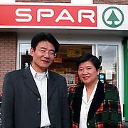 Nieuwe Chinese eigenaren van de Spar aan de Jacob van Heemskerckstraat Huizen
