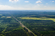Nederland, Gelderland, Gemeente Ede, 29-05-2019; spoorlijn Ede - Arnhem (aan de horizon), ter hoogte van Wolfheze, zuidelijk deel van de Veluwe.<br /> Ede - Arnhem railway line (on the horizon), near Wolfheze, southern part of the Veluwe.<br /> <br /> luchtfoto (toeslag op standard tarieven);<br /> aerial photo (additional fee required);<br /> copyright foto/photo Siebe Swart