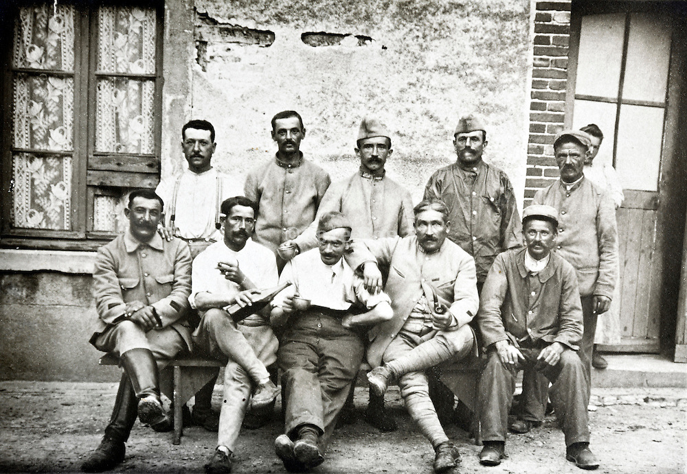 ww1 period French soldiers during a resting break 1910s