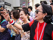 29 NOVEMBER 2013 - BANGKOK, THAILAND:  Pedestrians cheer as anti-government protestors march down Sukhumvit Road in Bangkok towards the US Embassy. Several thousand Thai anti-government protestors marched on the US Embassy in Bangkok. They blew whistles and asked the US to honor their efforts to unseat the elected government of Yingluck Shinawatra. The anti-government protestors marched through several parts of Bangkok Friday paralyzing traffic but no clashes were reported, even after a group protestors tried to occupy Army headquarters.      PHOTO BY JACK KURTZ