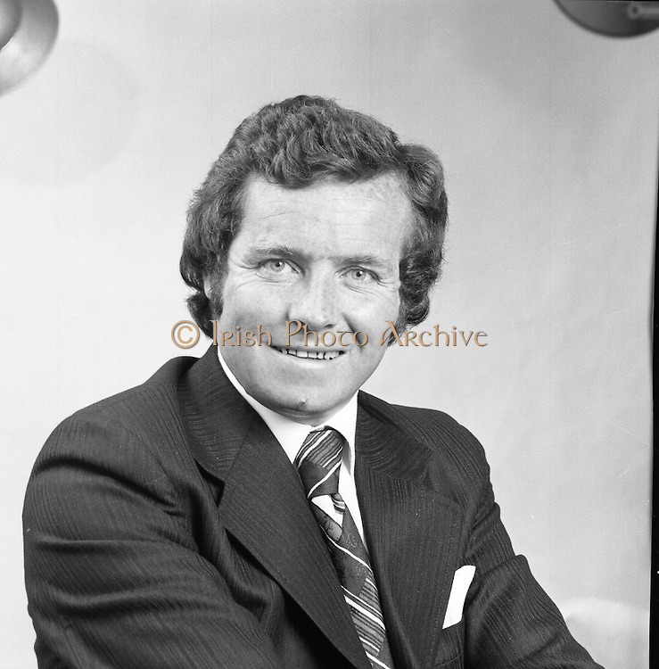 Fergal Quinn.     (J66).<br /> 1975.<br /> 22.07.1975.<br /> 07.22.1975.<br /> 22nd July 1975.<br /> One of a series of portrait (Head and shoulders) images of the entrepreneur and buiness man Mr Fergal Quinn. Mr Quinn is the owner of the Superquinn Chain of supermarkets