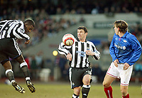 Fotball - Soccer<br /> UEFA Cup 3 runde - UEFA Cup 3rd round<br /> Ullevaal Stadion 26.02.2004<br /> Vålerenga v Newcastle<br /> Foto: Morten Olsen, Digitalsport<br /> <br /> Morten Berre - Vålerenga<br /> Titus Bramble og Gary Speed - Newcastle