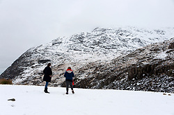 © Licensed to London News Pictures. 23/01/2019. Snowdonia, Gwynedd, Wales, UK. People at Pen-Y-Pass look at a wintry landscape in Snowdonia National Park, Wales, UK after more snow fell last night and early this morning. credit: Graham M. Lawrence/LNP
