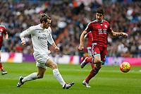 Real Madrid´s Gareth Bale (L) and Real Sociedad´s Yuri Berchiche during La Liga match between Real Madrid and Real Sociedad at Santiago Bernabeu stadium in Madrid, Spain. December 30, 2015. (ALTERPHOTOS/Victor Blanco)
