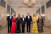 Officieel bezoek Jordanie aan Nederland - Dag 1<br /> <br /> Officiele foto voorafgaand aan het staatsdiner <br /> <br /> Official visit Jordan to the Netherlands - Day 1<br /> <br /> Official photo prior to the state dinner<br /> <br /> Op de foto / On the photo: <br /> <br />  Koning Willem-Alexander, koningin Maxima, prinses Beatrix, prins Constantijn, prinses Margriet,koning Abdullah II en koningin Rania<br /> <br /> King Willem-Alexander, Queen Maxima, Princess Beatrix, Prince Constantine, Princess Margriet, King Abdullah II and Queen Rania