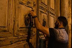 201908 Closing Holy Sepulchre, Jerusalem