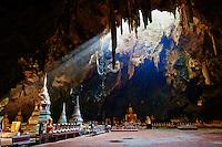 Thailande, Petchaburi, grotte de Phra Nakhon Khiri (Khao Wang) // Thailand, Petchaburi, Wat Yai Suwannaram, Phra Nakhon Khiri (Khao Wang) buddhist cave