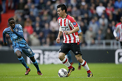 (L-R) Jamiro Monteiro Alvarenga of Heracles Almelo, Herving Lozano of PSV during the Dutch Eredivisie match between PSV Eindhoven and Heracles Almelo at the Phillips stadium on October 22, 2017 in Eindhoven, The Netherlands