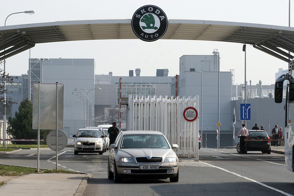 Mlada Boleslav/Tschechische Republik, Tschechien, CZE, 19.03.07: Die Haupt Werkseinfahrt der Skoda Autofabrik in Mlada Boleslav. Der tschechische Autohersteller Skoda ist ein Tochterunternehmen der Volkswagen Gruppe.<br /> <br /> Mlada Boleslav/Czech Republic, CZE, 19.03.07: The main entrance to the Skoda car factory in Mlada Bolesla. Czech car producer Skoda Auto is subsidiary of the German Volkswagen Group (VAG).