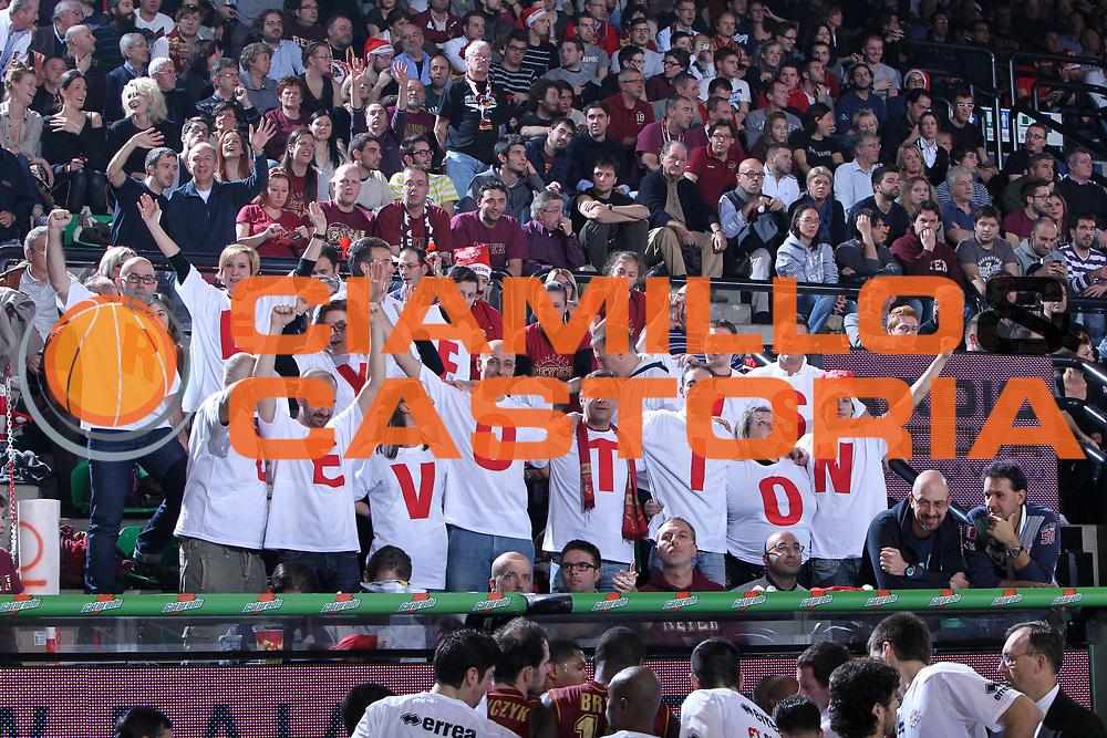 DESCRIZIONE : Treviso Lega A 2011-12 Umana Venezia EA7 Emporio Armani Milano<br /> GIOCATORE : Tifosi Umana Reyer Venezia<br /> SQUADRA : Umana Venezia EA7 Emporio Armani Milano<br /> EVENTO : Campionato Lega A 2011-2012 <br /> GARA : Umana Venezia EA7 Emporio Armani Milano<br /> DATA : 11/12/2011<br /> CATEGORIA : Tifosi<br /> SPORT : Pallacanestro <br /> AUTORE : Agenzia Ciamillo-Castoria/G.Contessa<br /> Galleria : Lega Basket A 2011-2012 <br /> Fotonotizia : Treviso Lega A 2011-12 Umana Venezia EA7 Emporio Armani Milano<br /> Predfinita :