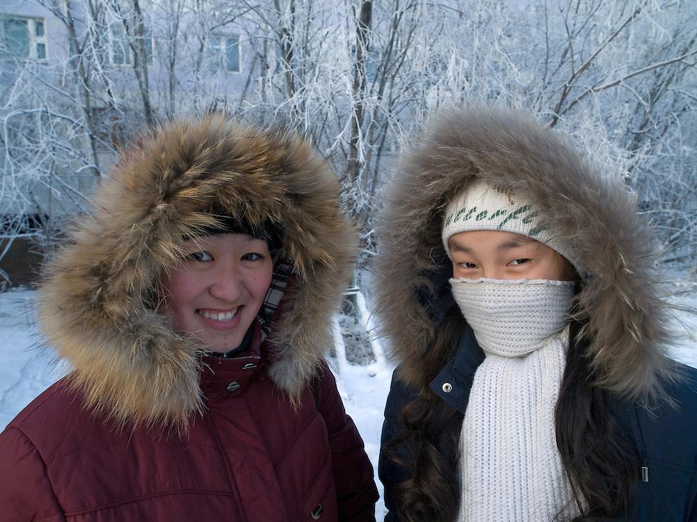 Zwei jakutische Frauen mit Kopfbedeckung geschützt gegen die extreme Kaelte in der Innenstadt von Jakutsk. Jakutsk wurde 1632 gegruendet und feierte 2007 sein 375 jaehriges Bestehen. Jakutsk ist im Winter eine der kaeltesten Grossstaedte weltweit mit durchschnittlichen Winter Temperaturen von -40.9 Grad Celsius. Die Stadt ist nicht weit entfernt von Oimjakon, dem Kaeltepol der bewohnten Gebiete der Erde.<br /> <br /> Two Yakut women protected with headgears against the extrem climate  in the city center of Yakutsk. Yakutsk was founded in 1632 and celebrated 2007 the 375th anniversary. Yakutsk is a city in the Russian Far East, located about 4 degrees (450 km) below the Arctic Circle. It is the capital of the Sakha (Yakutia) Republic (formerly the Yakut Autonomous Soviet Socialist Republic), Russia and a major port on the Lena River. Yakutsk is one of the coldest cities on earth, with winter temperatures averaging -40.9 degrees Celsius.