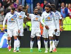 Sunderland's Jermain Defoe (centre) celebrates scoring his side's second goal during the Premier League match at the KCOM Stadium, Hull.